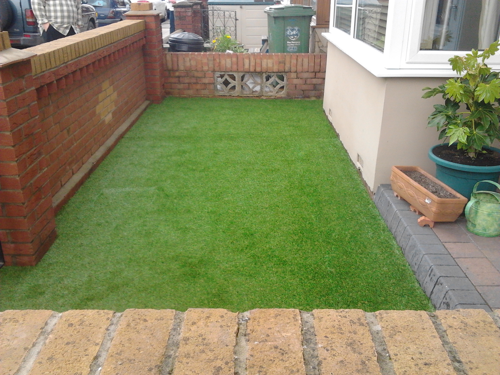 Artificial grass by towngrass artificial grass for homes for Small grasses for gardens